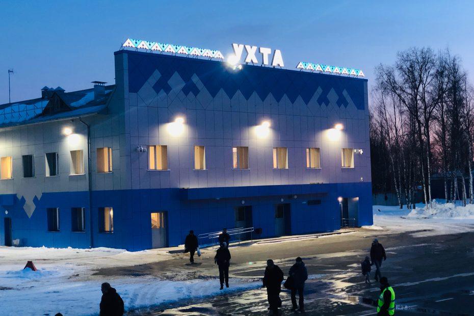 Оформление аэропорта УХТА, фасадная отделка орнаментом