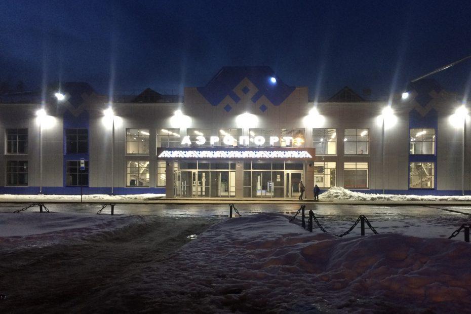 Оформление входной группы аэропорта УХТА, фасадная отделка орнаментом